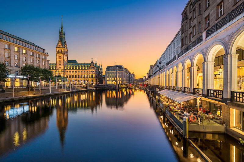 Erster Hamburger Bankentag der Bayerischen: Die Chance mit erneuerbaren Energien
