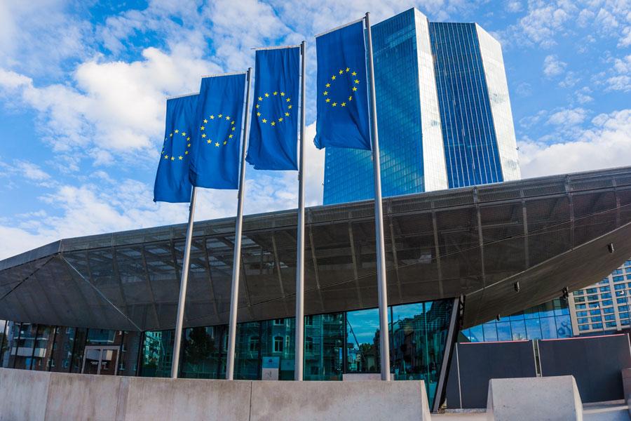 EZB-Chefin Lagarde äußert sich zur Geldpolitik und stellt das Prinzip der Marktneutralität der Notenbank in Frage