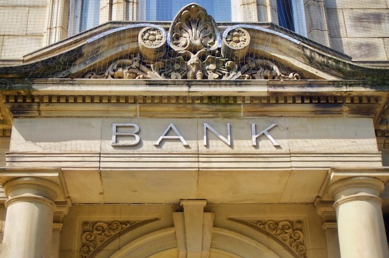 """Banken und Versicherung: """"Wir nehmen eine Bewegung in den Maklerstatus wahr"""""""